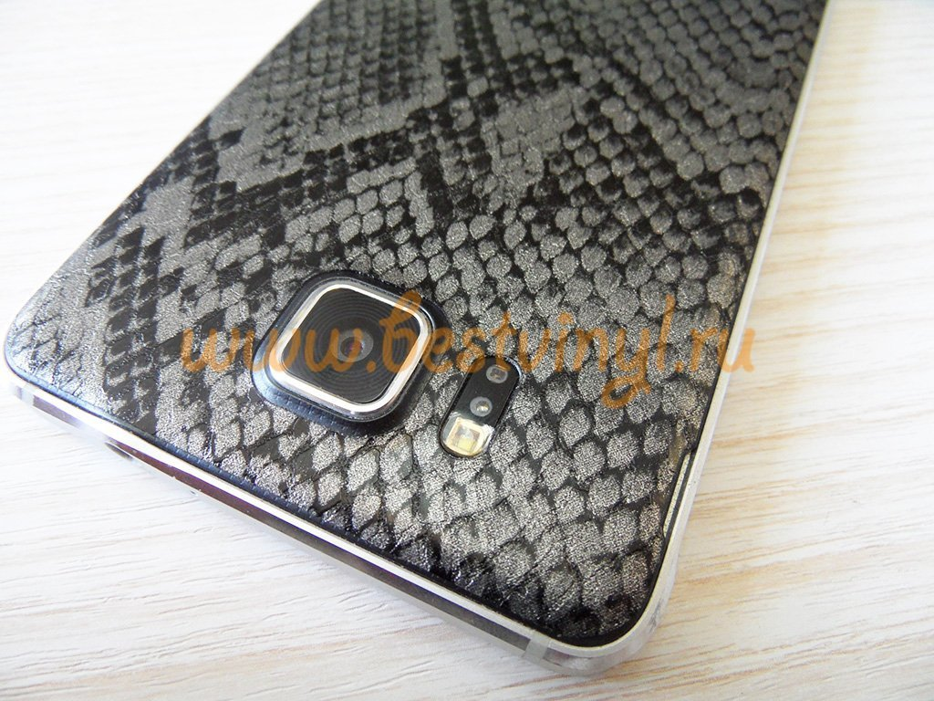 ../foto/Samsung%20Galaxy%20Alpha%20SM-G850F%20snake%20leather2.JPG