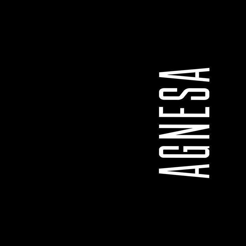 Наклейка на телефон Агнеса - черный фон