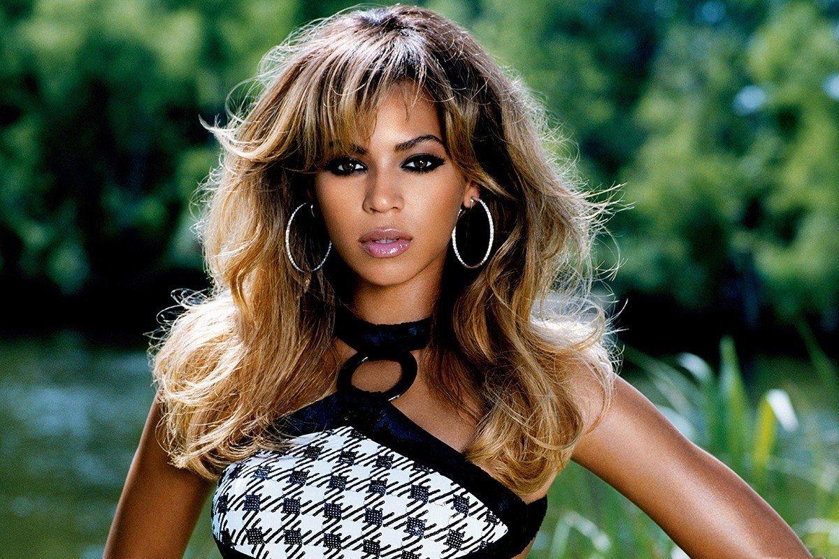 Наклейка на ноутбук Beyonce