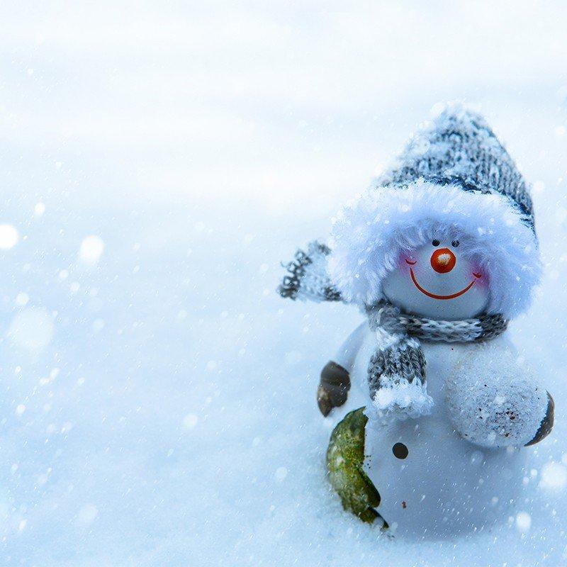 Наклейка на телефон Снеговичок